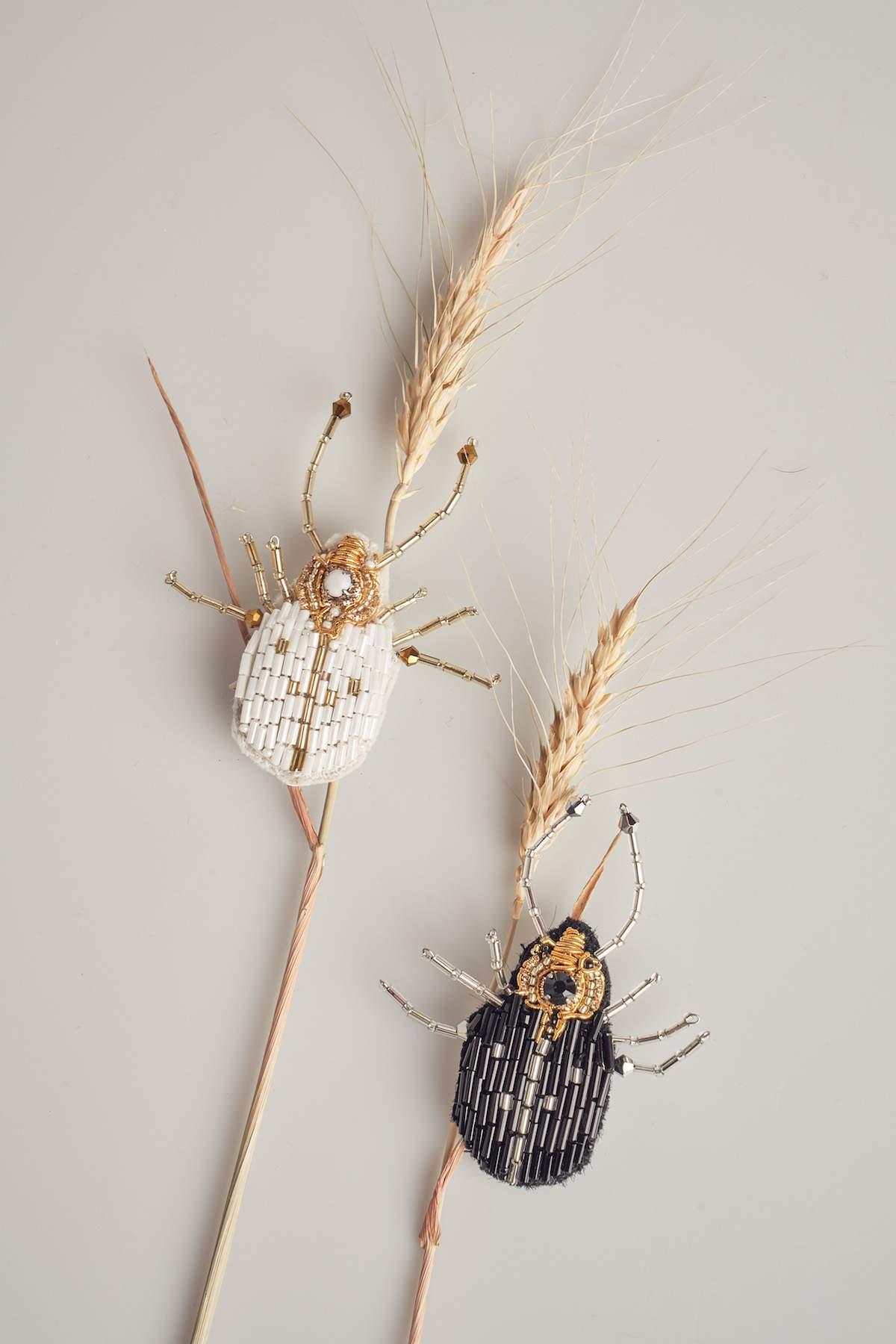 Broșă Beetle